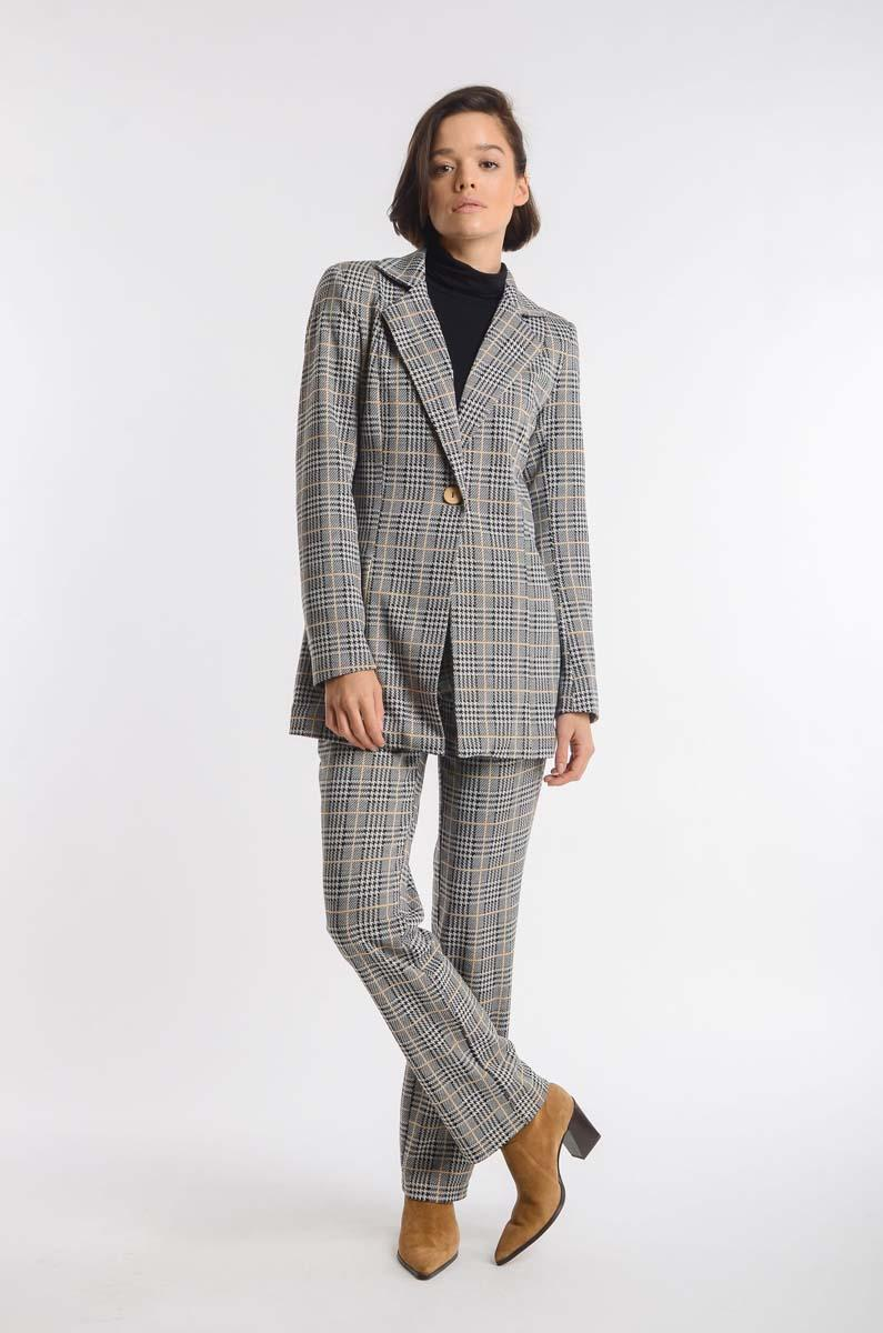 Checked Camel Blazer in Elongated Fashion