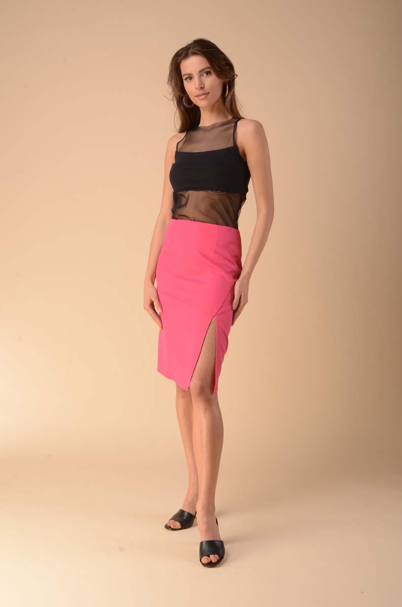 Pencil skirt with a strut on the side - pink