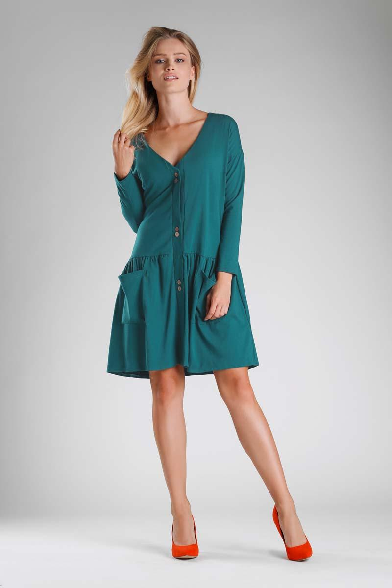Green Dress with a Loose Fashion. Fastened with buttons