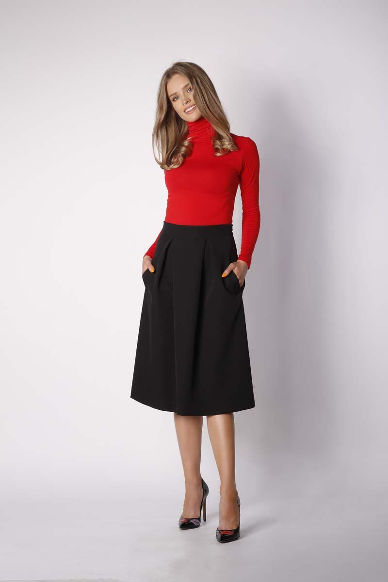 Black trapezoidal skirt with deep pleats