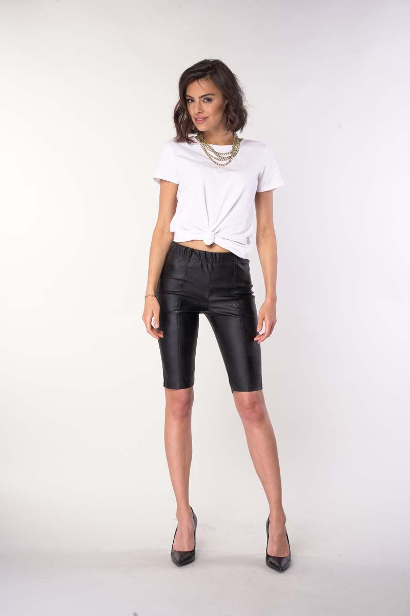 Fitted Pants Above Knee - Black