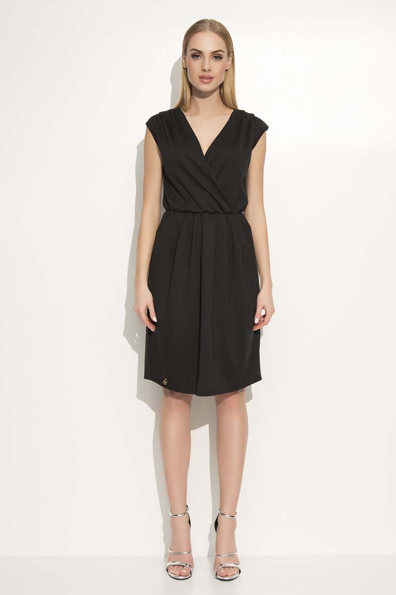 black-v-neckline-sleeveless-dress