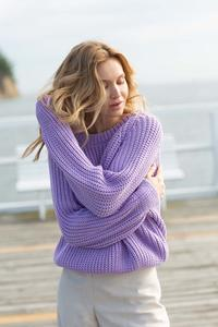 Classic Sweater with Neckline - Lavender