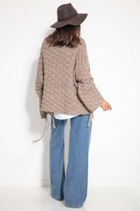 Oversize sweater with a sewn-on pocket and fringes - Mocca