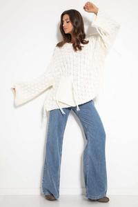 Oversize sweater with a sewn-on pocket and fringes - Ecru