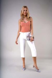 Elegant knee-length trousers with a straight leg - Ecru