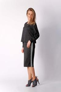 Black Short Trapezoidal Knitted Blouse