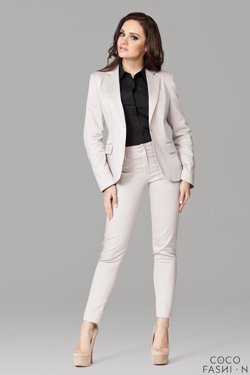 Petite Peak Collar Beige Blazer with Single Button Fastening